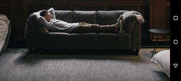 Un uomo sul divano, è game over